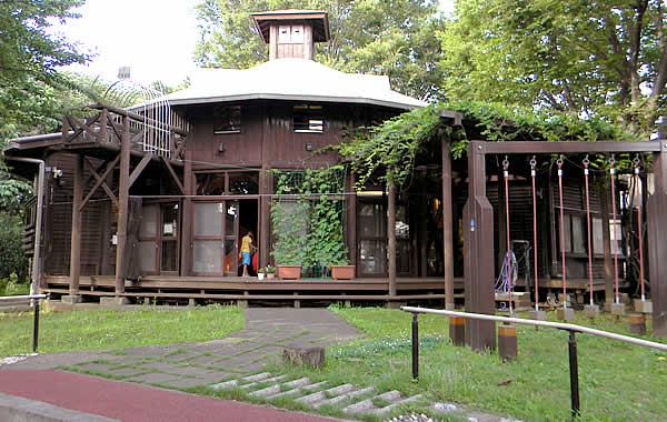 境之谷公園こどもログハウスの写真